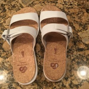 Clark's cloudstepper white sandals.  Size 8.5